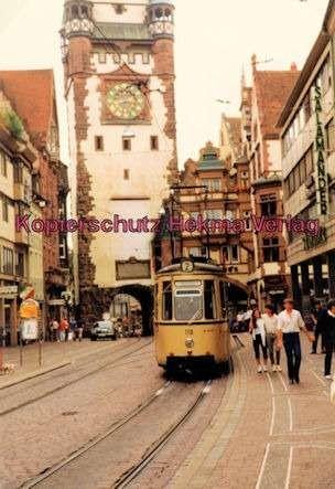 Freiburg Straßenbahn - Bertholdbrunnen - Linie 2 - Wagen Nr. 110 - Bild 1