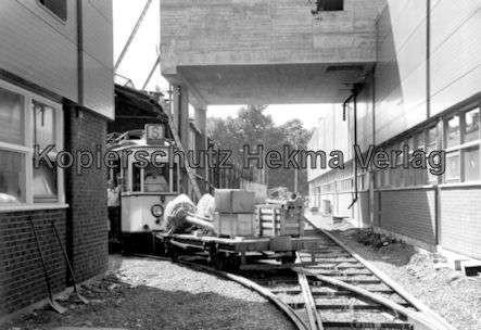 Kassel Straßenbahn - Depot Wilhelmshöhe - Sonderwagen Nr. 218 mit Arbeitswagen im Hof - Bild 1