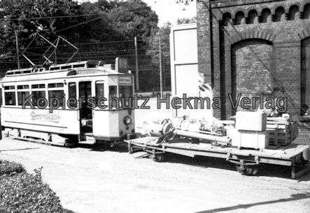 Kassel Straßenbahn - Depot Wilhelmshöhe - Sonderwagen Nr. 218 mit Arbeitswagen im Hof - Bild 2