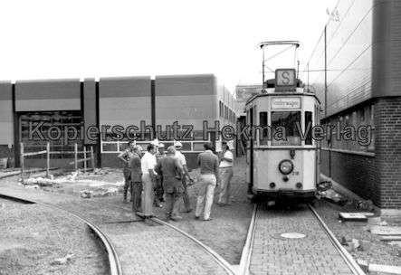 Kassel Straßenbahn - Depot Wilhelmshöhe - Sonderwagen Nr. 218 mit Arbeitswagen im Hof - Bild 3