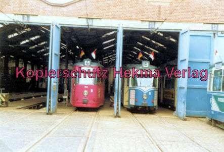 Kassel Straßenbahn - Zwei Wagen in der Wagenhalle