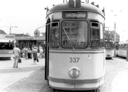Nürnberg Straßenbahn - Haltestelle Plärrer - Linie 1 Wagen Nr. 337