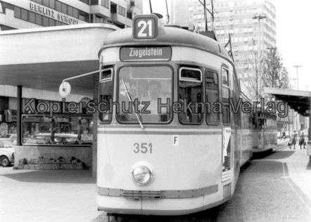 Nürnberg Straßenbahn - Haltestelle Plärrer - Linie 21 Wagen Nr. 351