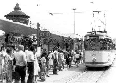 Nürnberg Straßenbahn - Haltestelle Plärrer - Linie 12 Wagen Nr. 249