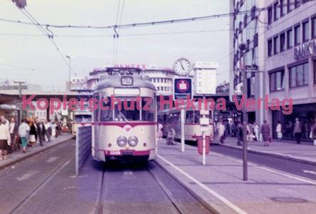 Düsseldorf Straßenbahn - Jan-Willem-Platz - Linie 402 Wagen Nr. 2269