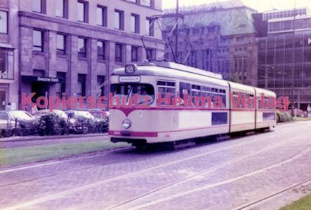 Düsseldorf Straßenbahn - Jan-Willem-Platz - Linie 703 Wagen Nr. 2966