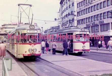 Düsseldorf Straßenbahn - Jan-Willem-Platz - Linie 702 Wagen Nr. 2266 und Linie 705 Wagen Nr. 2453