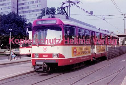 Düsseldorf Straßenbahn - Jan-Willem-Platz - Linie 718 Wagen Nr. 3202