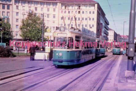 München Straßenbahn - Haltestelle Willibaldplatz - Linie 18 Wagen Nr. 2413