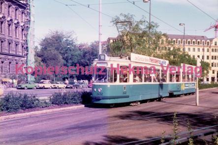 München Straßenbahn - Haltestelle Sendlinger Tor - Linie 18 Wagen Nr. 2402