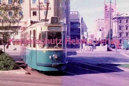 München Straßenbahn - Haltestelle Sendlinger Tor - Linie 19 Wagen Nr. 2530