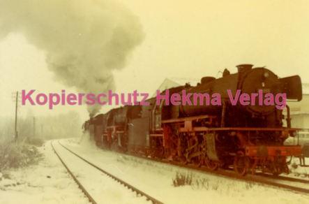 Godramstein/Pfalz Eisenbahn - Bahnhof - Lok 23 055, Lok 044 374-7 und Lok 23 068 - Bild 1