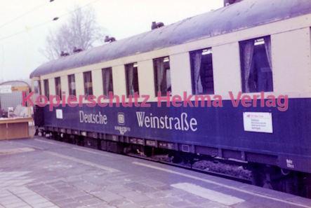 Wiesbaden Eisenbahn - Hauptbahnhof - Wagen Deutsche Weinstraße