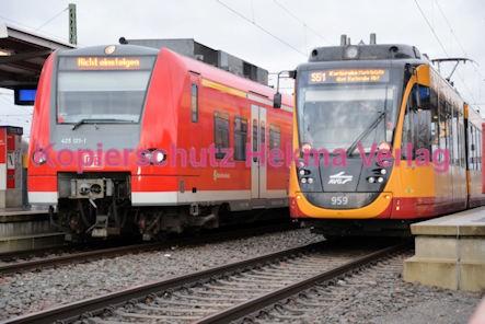 Germersheim Eisenbahn - Bahnhof - Zug 425 121-1 und Straßenbahn AVG - Linie S51 - Wagen Nr. 959