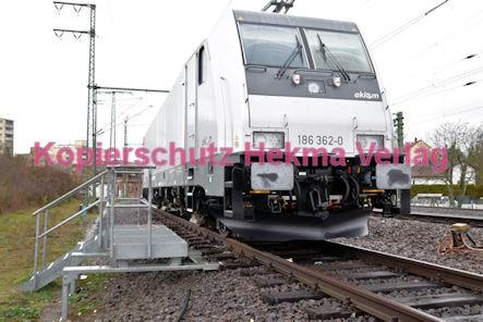 Germersheim Eisenbahn - Bahnhof - Leihlok der Fa. Akiem - Lok 186 362-0 mit Schneepflug