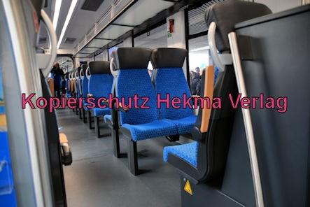 Ludwigshafen Eisenbahn - Hbf. Ludwigshafen Gleis 5 - Werbefahrt Wasserstoffzug Alstom - Coradia iLint - Zug 654 602 - Innenansicht