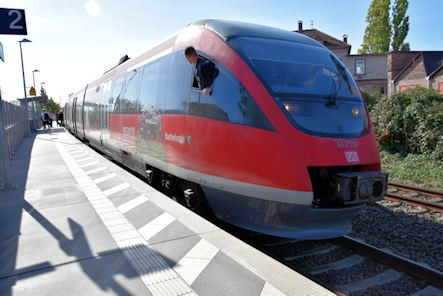 Neustadt Wstr.-Süd Eisenbahn - Bahnhaltepunkt Neustadt-Süd - RB 51 Barbelroth - Zug 643 518