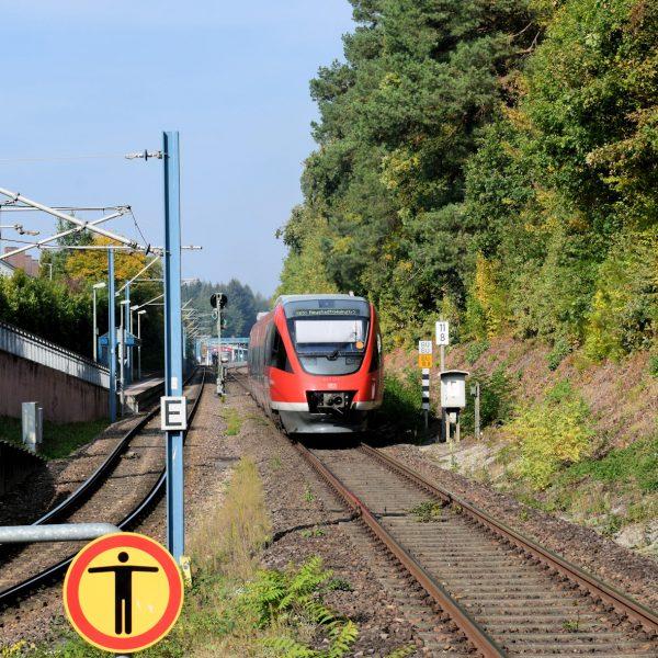 Karlsruhe Straßenbahn - Straßenbahn Wörth - Haltestelle Mozartstraße - Zug 643 013