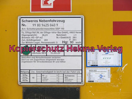 Bad Bergzabern (Pfalz) Eisenbahn - Bahnhof Bad Bergzabern - Schotterplaniermaschine 99 80 9425 040 9