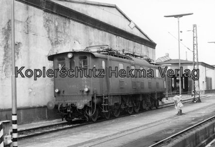 Kaiserslautern Eisenbahn - Bw Kaiserslautern - Alte E-Lok der Baureihe 152