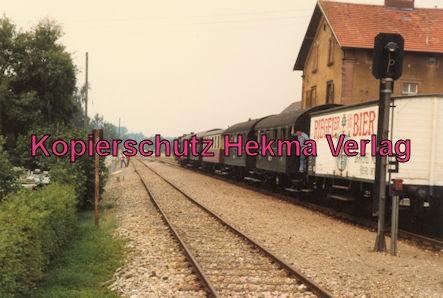 Kaiserstuhlbahn - Rebenbummler - Zug im Bahnhof