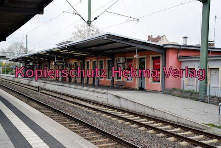 Speyer Eisenbahn - Speyer Hbf - Bahnhofsgebäude von den Gleisen