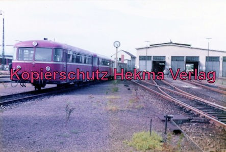 Landau/Pfalz Eisenbahn - Bw Landau - Lokschuppen und Schienenbus