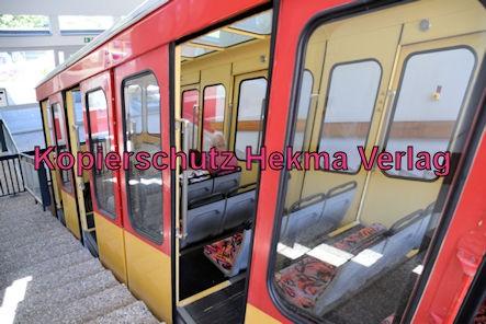Turmbergbahn Karlsruhe - Talstation - Außenansicht des Wagens 2
