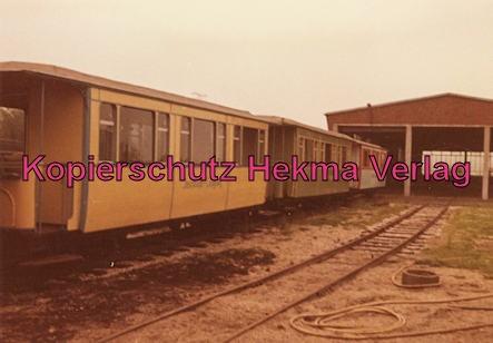 Langeoog Inselbahn - Personenwagen und Wagenhalle