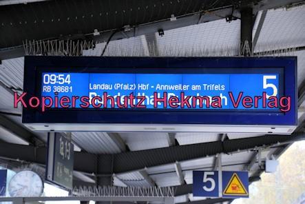Neustadt Wstr. Eisenbahn - Neustadt Hbf - Anzeigetafel von Gleis 5
