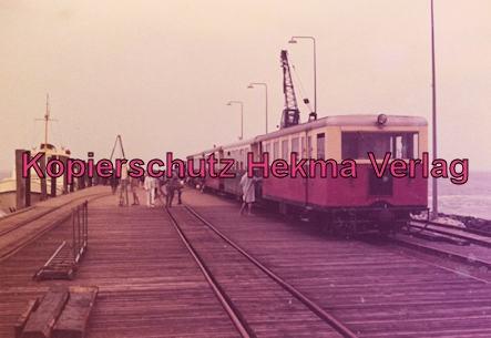 Spieckeroog Inselbahn - Zug am Anleger