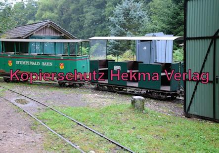 Stumpfwaldbahn Eiswoog Pfalz Eisenbahn - Ramsen West - Wagenhalle mit Zug