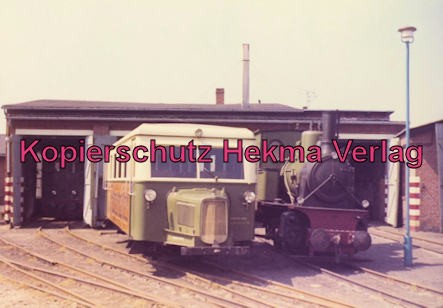 Borkum Inselbahn - Lokomotiven vor der Wagenhalle