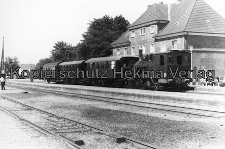 Schönberger Strand - Schönberg - Zug vor dem Bahnhof Schönberg