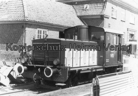 Schönberger Strand - Schönberg - Diesellok vor dem Bahnhof Schönberg